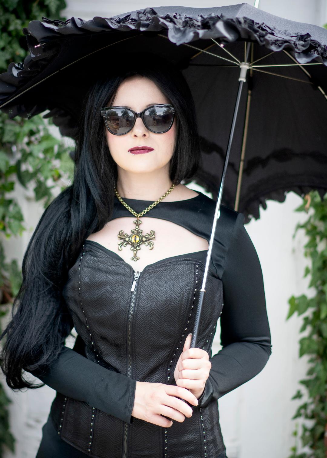Model: Brenda Nix Photographer: Margo Elfstrom Jewelry: Eye of Tiamat with gold dragon eye